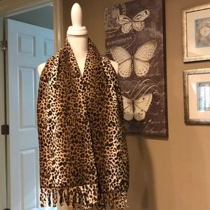 Fleece leopard print scarf with fringe